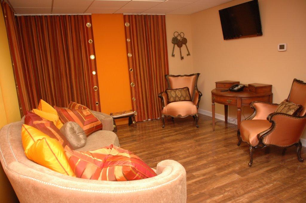 Orange Room Pic 1375 4